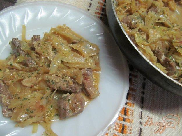 фото рецепта: Тушенная капуста с мясом в кефире