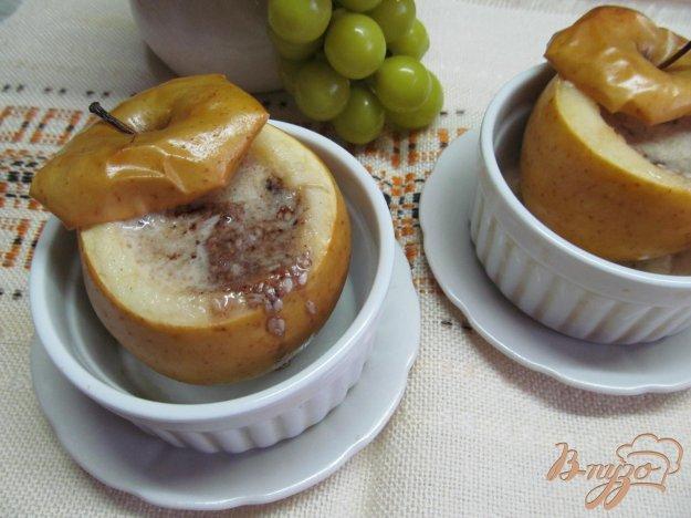 фото рецепта: Печенные яблоки с шоколадом сметаной и кунжутом