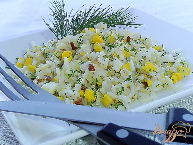 фото рецепта: Рис с орехами, яйцами и зеленью