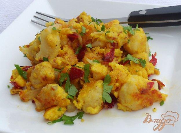 фото рецепта: Жареная цветная капуста с яйцами и сыром