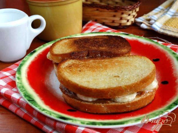 фото рецепта: Завтрак с бананами и сгущенкой
