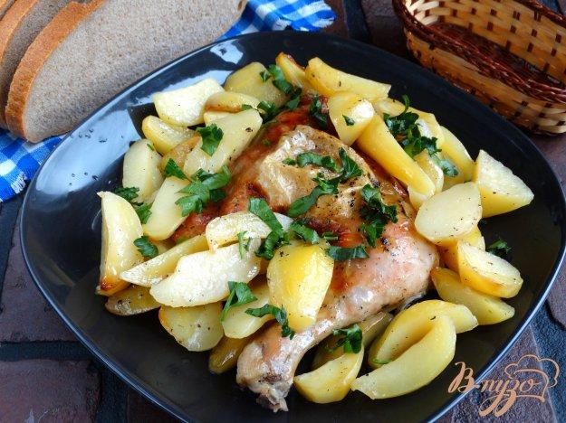 фото рецепта: Курица в лимонно-базиликовом маринаде и картофелем в рукаве