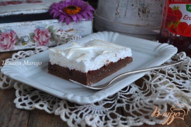 фото рецепта: Шоколадный пирог с меренгой