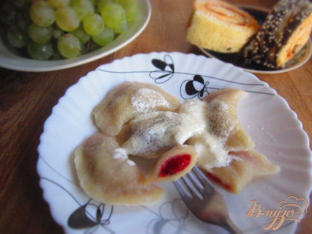 фото рецепта: Вареники с вишней и манкой