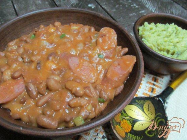 фото рецепта: Сосиски с фасолью под кетчупом