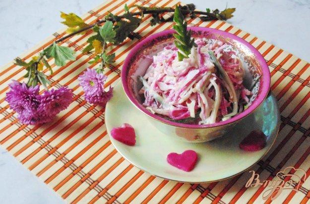 фото рецепта: Салат из редьки с огурцом и курицей.