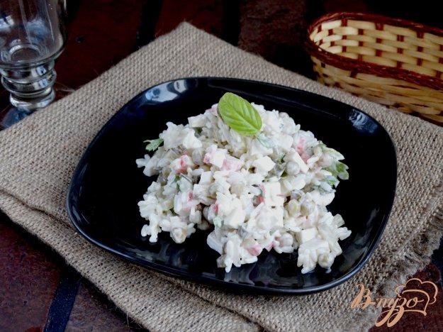 фото рецепта: Салат с крабовыми палочками и горошком