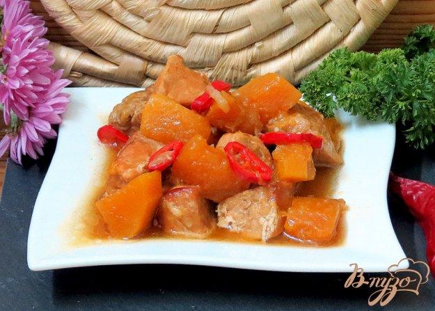 фото рецепта: Свинина пряная с тыквой, изюмом, перцем.