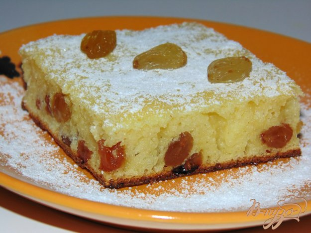 Пирог в мультиварке из кефира с изюмом