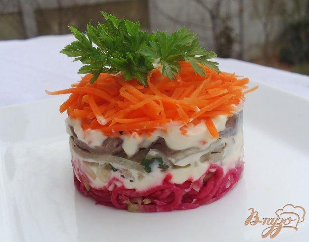 фото рецепта: Слоеный салат с красной редькой,сердцем,луком и морковью