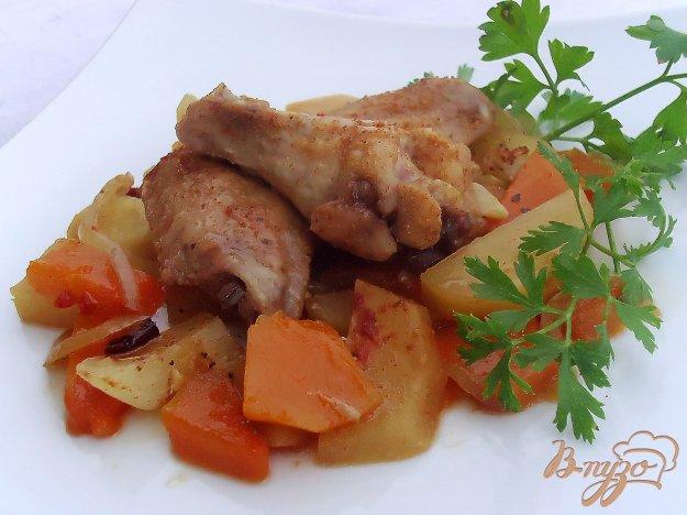 Блюдо из куриных крылышек и картошки
