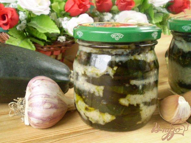 фото рецепта: Цуккини на зиму с чесноком