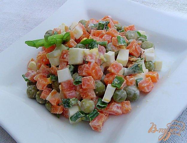 фото рецепта: Морковный салат с горошком и яйцами