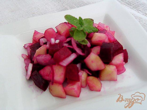 фото рецепта: Свекольный салат с яблоком и луком