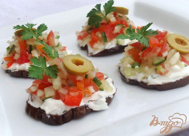 фото рецепта: Баклажановая закуска с овощной сальсой