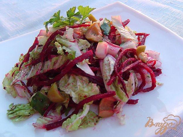 фото рецепта: Салат из свеклы по-корейски, пекинской капусты, огкрцов и оливок