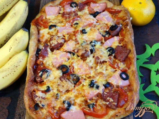 фото рецепта: Пицца с двумя видами колбасы