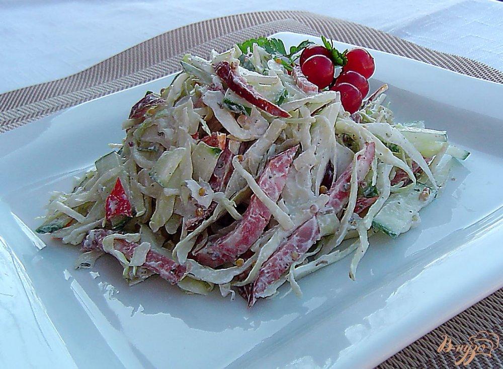 салат с капустой колбасой и огурцом