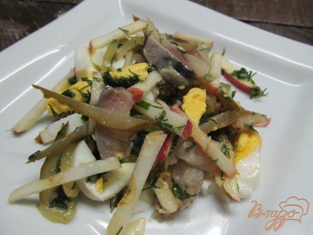 фото рецепта: Салат из копченной скумбрии огурца и яйца