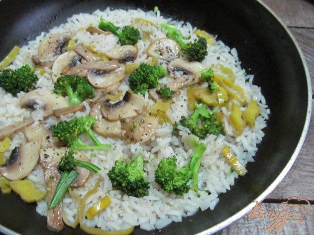 фото рецепта: Рис с брокколи и шампиньоном