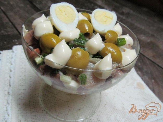 фото рецепта: Салат из копченной скумбрии