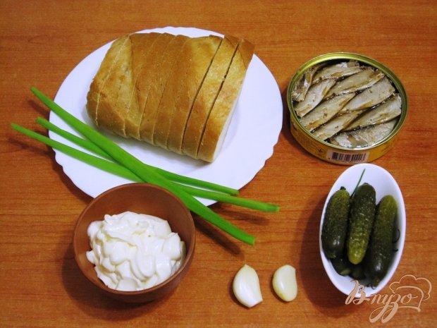 Рецепт Гренки со шпротами и маринованными огурцами