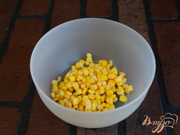 Рецепт Салат с кукурузой и колбасой