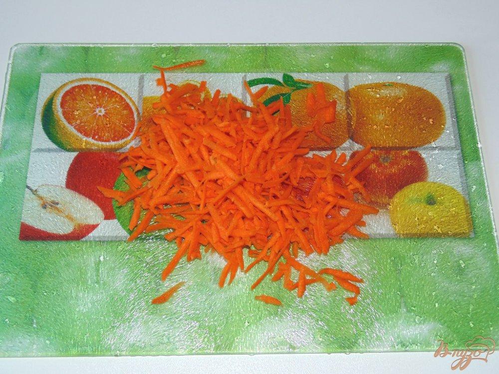 Фото приготовление рецепта: Тарталетки с вешенками под сыром шаг №3