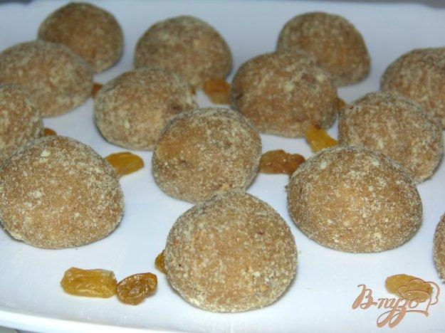 фото рецепта: Домашние конфеты Медовые с грецким орехом и изюмом