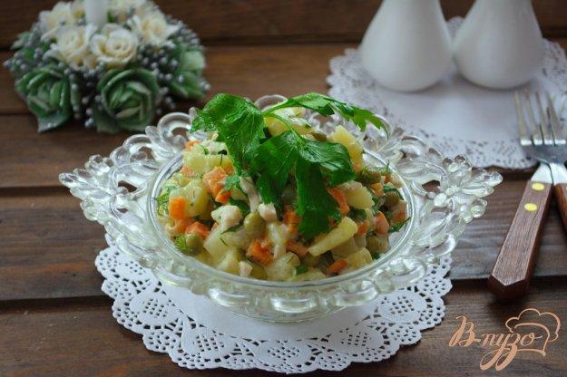 фото рецепта: Немецкий салат с кальмаром и огурчиком