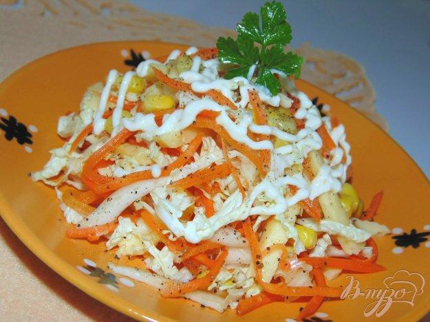 фото рецепта: Салат из пекинской капусты с твердым сыром и морковью по-корейски