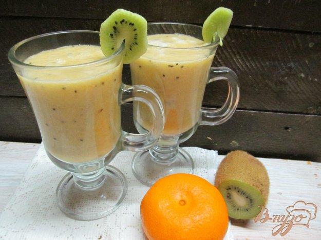 фото рецепта: Смузи из мандарина киви и банана