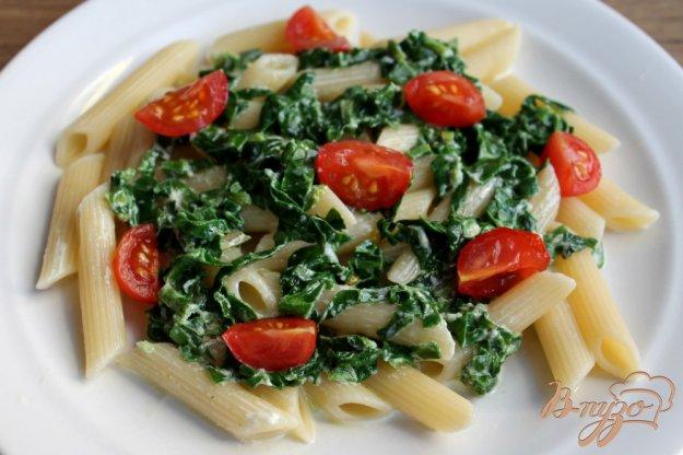 фото рецепта: Макароны со шпинатом и помидорами черри