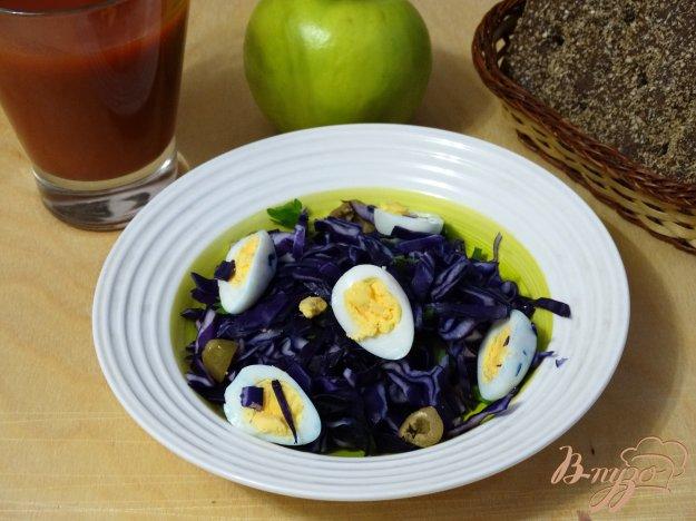 фото рецепта: Салат из красной капусты и перепелиных яиц