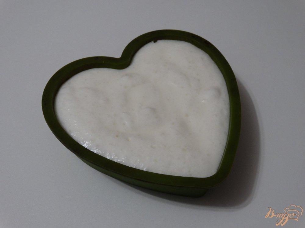 Фото приготовление рецепта: Белковый омлет с творогом и кукурузой шаг №6