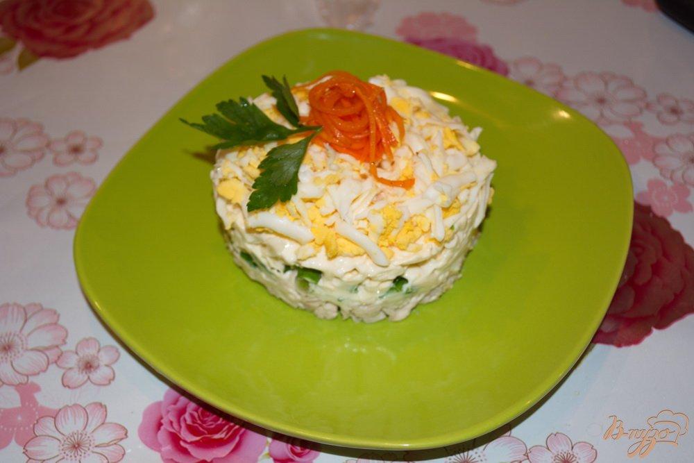 Салат с плавленным копченым сыром и курицей с