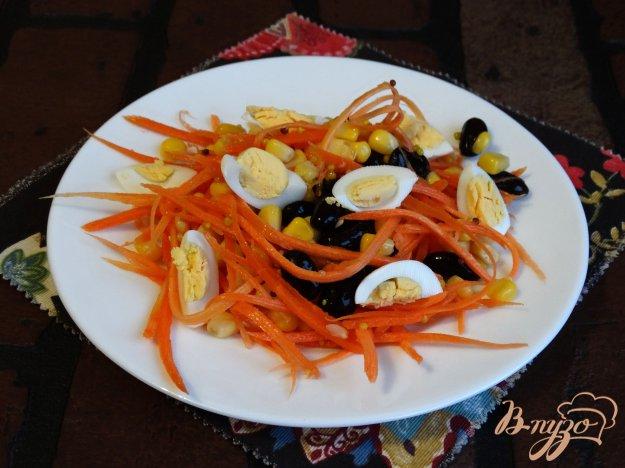 фото рецепта: Салат с морковью, кукурузой и черной фасолью