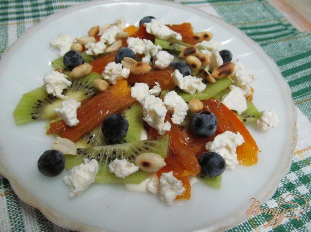 фото рецепта: Фруктовый салат с брынзой и арахисом