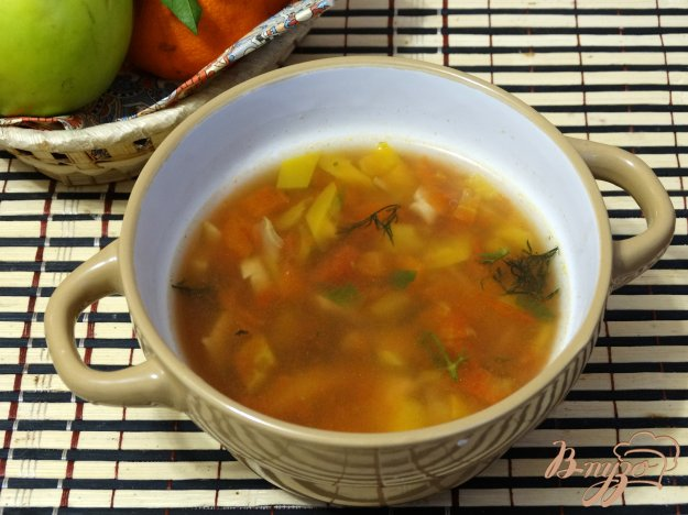 фото рецепта: Быстрый суп с консервированной фасолью и шампиньонами