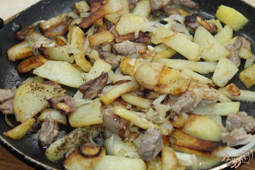 Картошка с грибами жареная с мясом на сковороде рецепт с пошагово