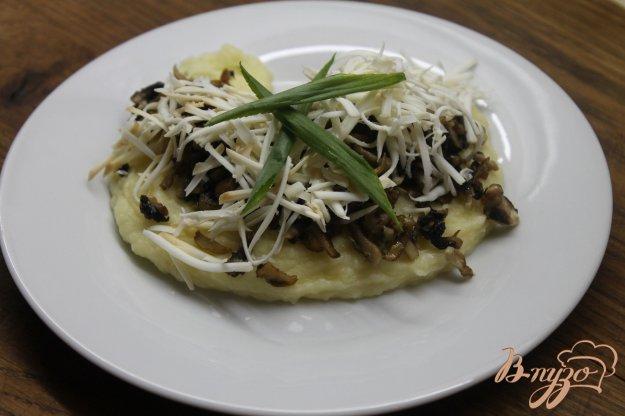 фото рецепта: Картофельное пюре с грибами и сыром
