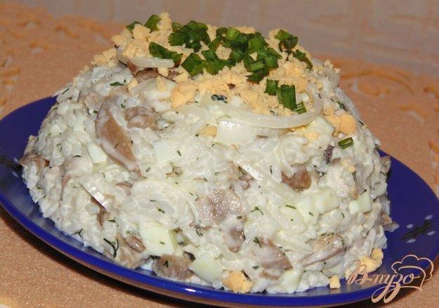 Салат с солеными груздями и рисом