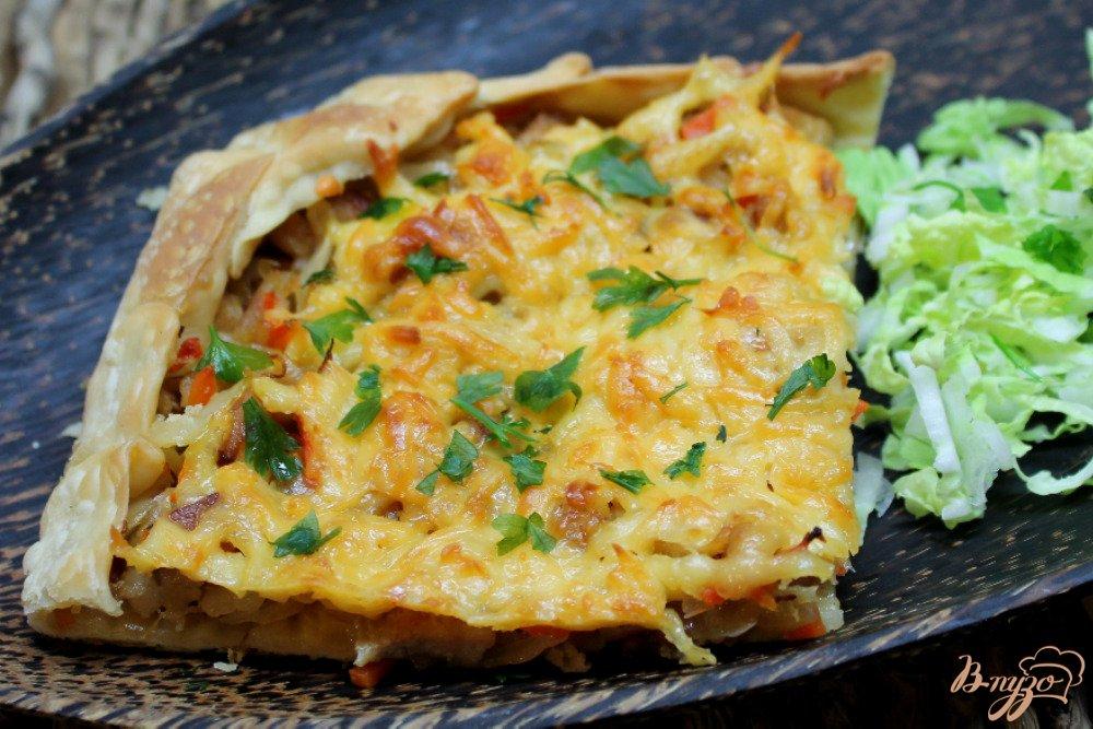 Фото приготовление рецепта: Слоеный пирог с капустой и мясом шаг №7