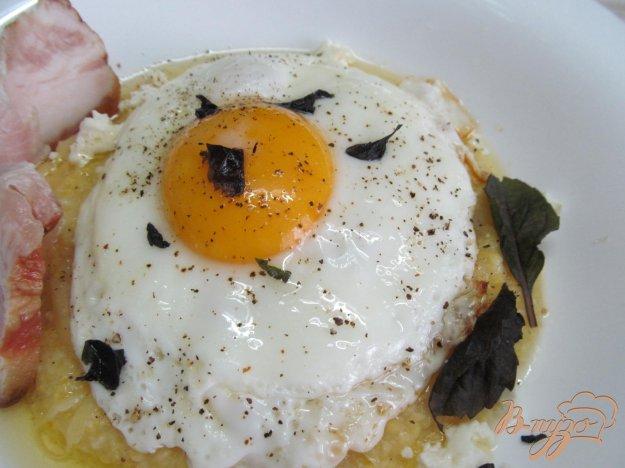фото рецепта: Полента с яйцом и сыром