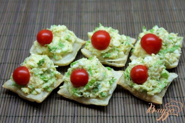 фото рецепта: Сырная закуска с яйцом и чесноком