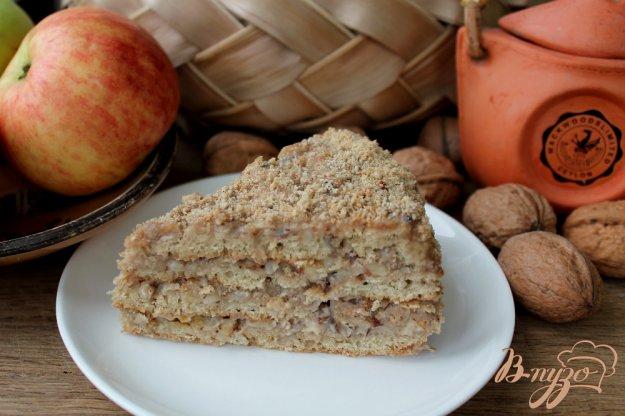 фото рецепта: Торт с медово-ореховым кремом