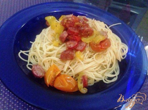 фото рецепта: Спагетти с соусом из вяленых  помидор и салями