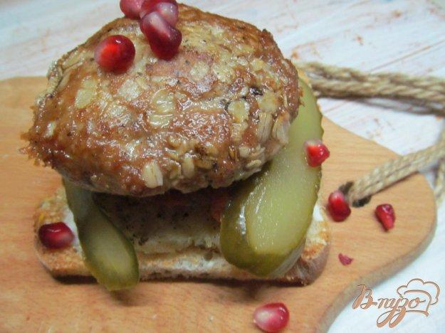 фото рецепта: Бутерброд из двух котлет