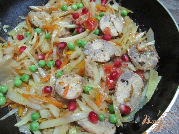 фото рецепта: Тушеная капуста с домашней колбасой