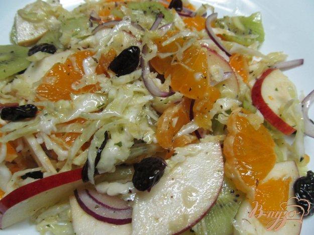 фото рецепта: Салат из капусты и фруктов